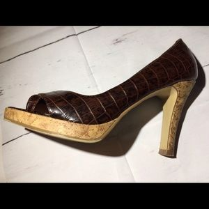 FIONI Clothing Shoes - Women's brown croc Fioni cork pump