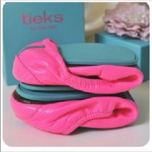 Tieks Shoes - ISO of these Tieks in a 7 or 8