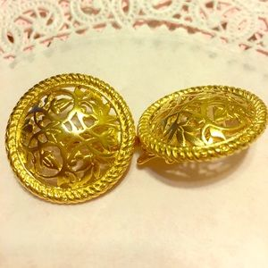 other Jewelry - Vintage Gold Tone heavy Button Clip on Earrings