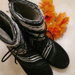 Toms knit black boots