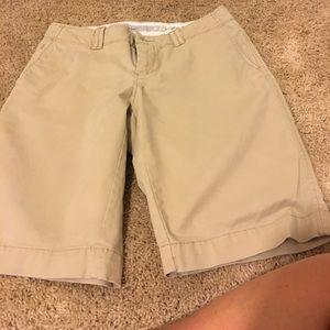Old Navy size 2 khaki Bermuda shorts NWOT
