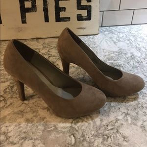 Studio Paolo Shoes - Taupe suede heels
