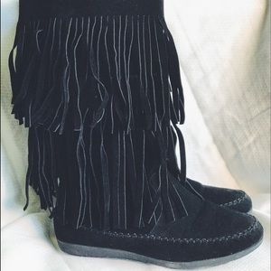 Minnetonka-like Fringe Boots