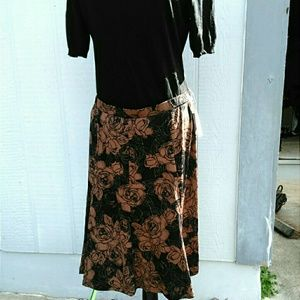 Dresses & Skirts - 🎉HP🎉NWT Gorgeous Midi Skirt- Great for work!