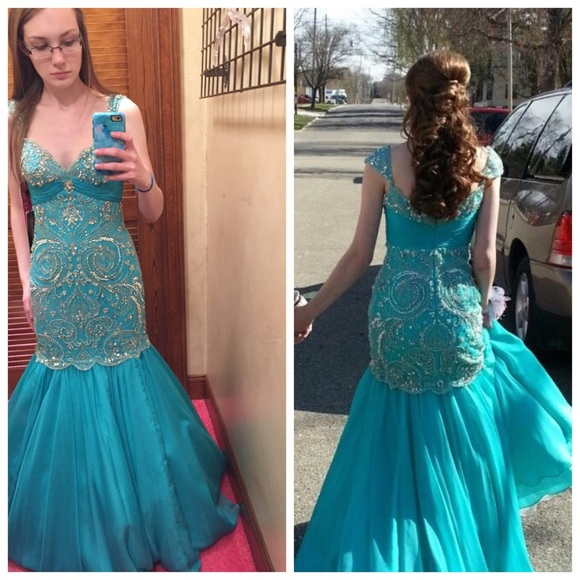 Selling My Sherri Hill Prom Dress