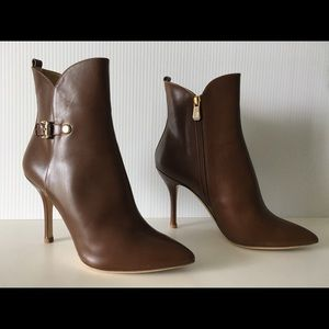 LONGCHAMP SMOOTH BROWN LEATHER AANKLE BOOTIES
