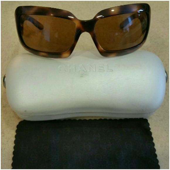 4d9ecfd660e7 CHANEL Accessories - AUTHENTIC Chanel Sunglasses Tortoise   Pearl CC