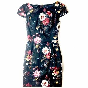 French Connection Dresses & Skirts - 🆑 // French Connection Floral Dress