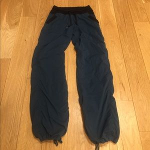 Lululemon Blue Pinstriped Workout Pants Size 2