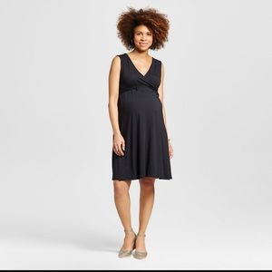 Liz Lange for Target Dresses & Skirts - Liz Lange V-neck Maternity dress