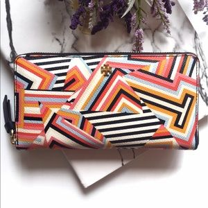 Tory Burch Handbags - Tory Burch Kerrington Zip Continental Wallet