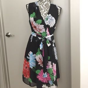 Kirna Zabete Dresses & Skirts - Florals are in! big floral sleeveless dress