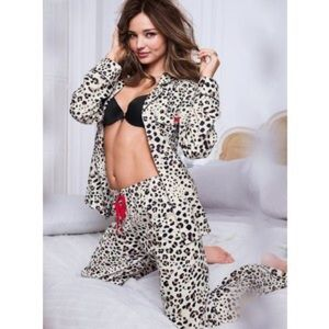 Victoria's Secret Other - Victoria's Secret Flannel Pajama Pants Cheetah
