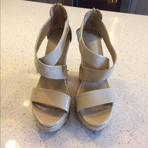 Cathy Jean Shoes - Cute nude wedges size 6