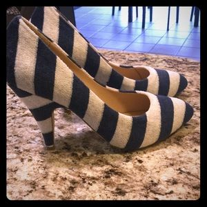 Kathryn Amberleigh Shoes - KATHRYN AMBERLEIGH Ladies striped pumps, Size 7