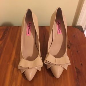 Betsey Johnson Nude Bow Heels