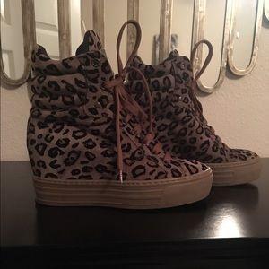 Steve Madden Leopard wedge sneakers Sz 7