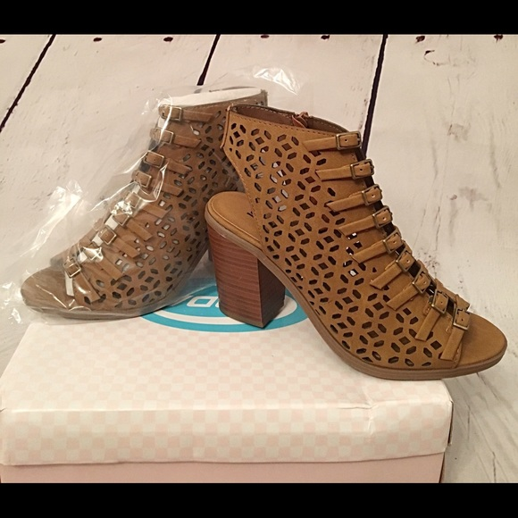 7bbd0fdb6 Laser cut lace up style zip up 2 inch sandals