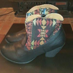 Shoedazzle  Shoes - Womens boots