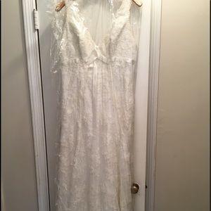 Dresses & Skirts - Classic lace Wedding dress