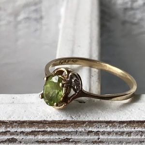 Vintage Jewelry - Vintage peridot 10KP (plumb NOT plate) ring
