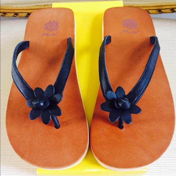 0a1c916f7 YELLOW BOX Leather Flower Flip-Flop Sandals