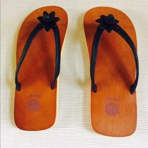 29b31e092 Yellow Box Shoes - YELLOW BOX Leather Flower Flip-Flop Sandals