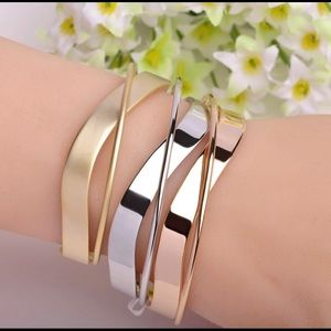 Jewelry - TODAY'S SPECIAL!  Gold Finish Plated Bracelet