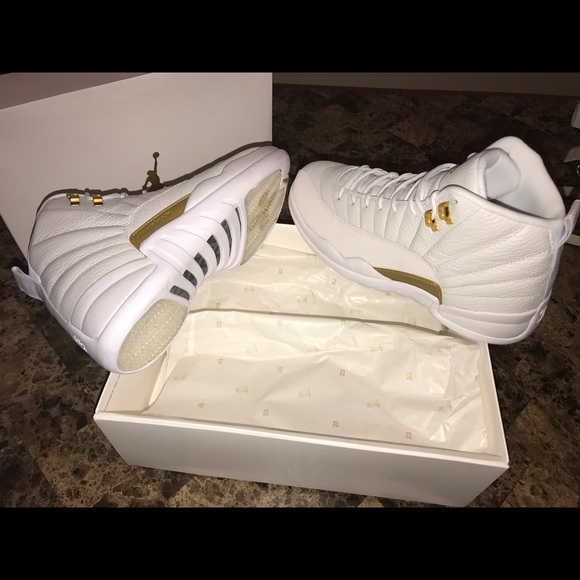 Air Jordan Retro 12 Ovo White size 9.5 Men 9fb2ef2cd