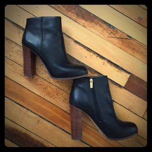NWOT Vince Camuto Booties