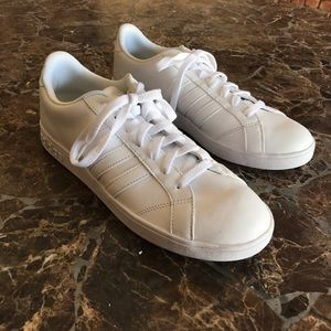 Adidas Other - Adidas TRIPLE WHITE superstar style shoe❗️✔️