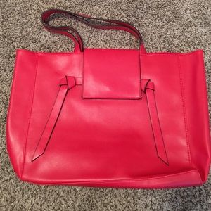 Elizabeth Arden Handbags - Flash sale!! 💸💸 Elizabeth Arden bag. Brand new