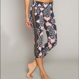 O'Neill 365 Captivate Capri printed legging. NWT