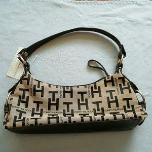 Small Tommy Hilfiger purse