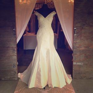Allure Bridals Dresses & Skirts - 🎈🎈 FLASH SALE 🎈🎈NWT Allure style #MJ117
