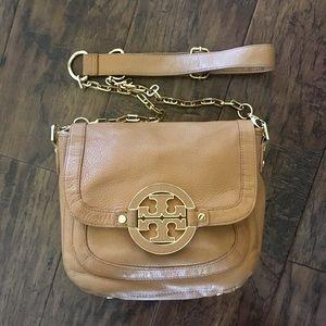 Tory Burch Handbags - Tory Butch Amanda Messenger Crossbody Bag