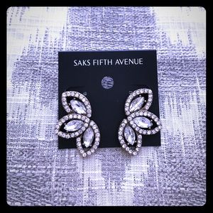 Saks Fifth Avenue Jewelry - Antique gold/clear stone leaf design earrings