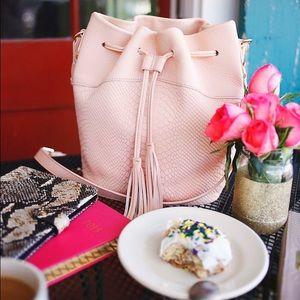 NWOT Gigi New York Jenn Bucket Bag in Desert Rose