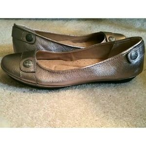 Sofft Shoes - Pewter leather Sofftspot flats EUC