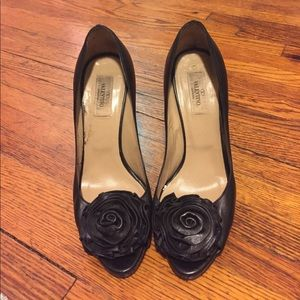 Valentino Garavani Shoes - 👠 Valentino Peep-toe Rosette Black Pumps 👠