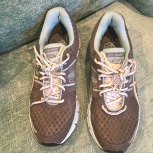 Asics Shoes - Asics tennis shoes like new size 10