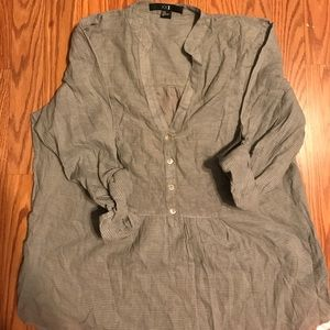Forever 21 Blouse with Buttons and Cuffed sleeves