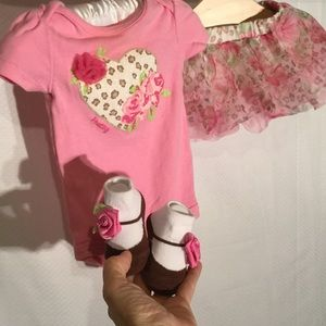Baby Starters Other - Adorable baby girl outfit bundle in pink worn once