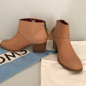 TOMS Leila leather bootie NWT