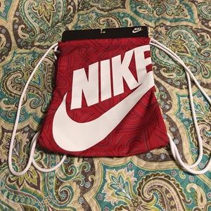 Nike draw string sack pack NWT price firm for now.