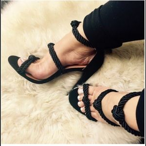 Shoes - 5 ⭐️ Black knot sandal