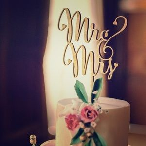 n/a Other - Mr and Mrs Wedding Cake Topper