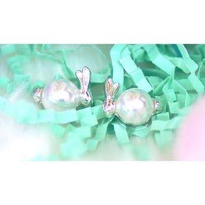 NWT Pearl bunny earrings