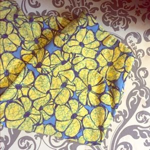 LuLaRoe Pants - Brand new Lularoe leggings with flowers OS