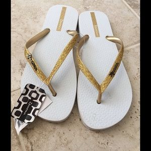 Ipanema Shoes - Gold flip flops